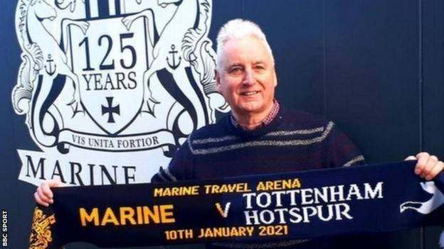 lig dışı kulüp marine paul leary'nin başkanı, tottenham hotspur ile fa cup üçüncü tur beraberlikten önce yarım buçuk atkı ile
