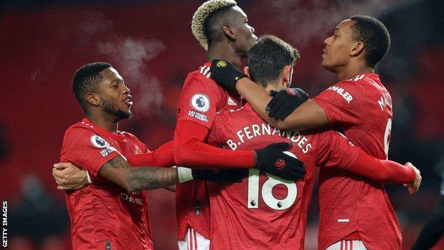 manchester united oyuncuları kutlar