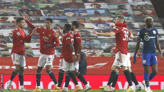 manchester united, southampton karşısındaki galibiyeti kutladı